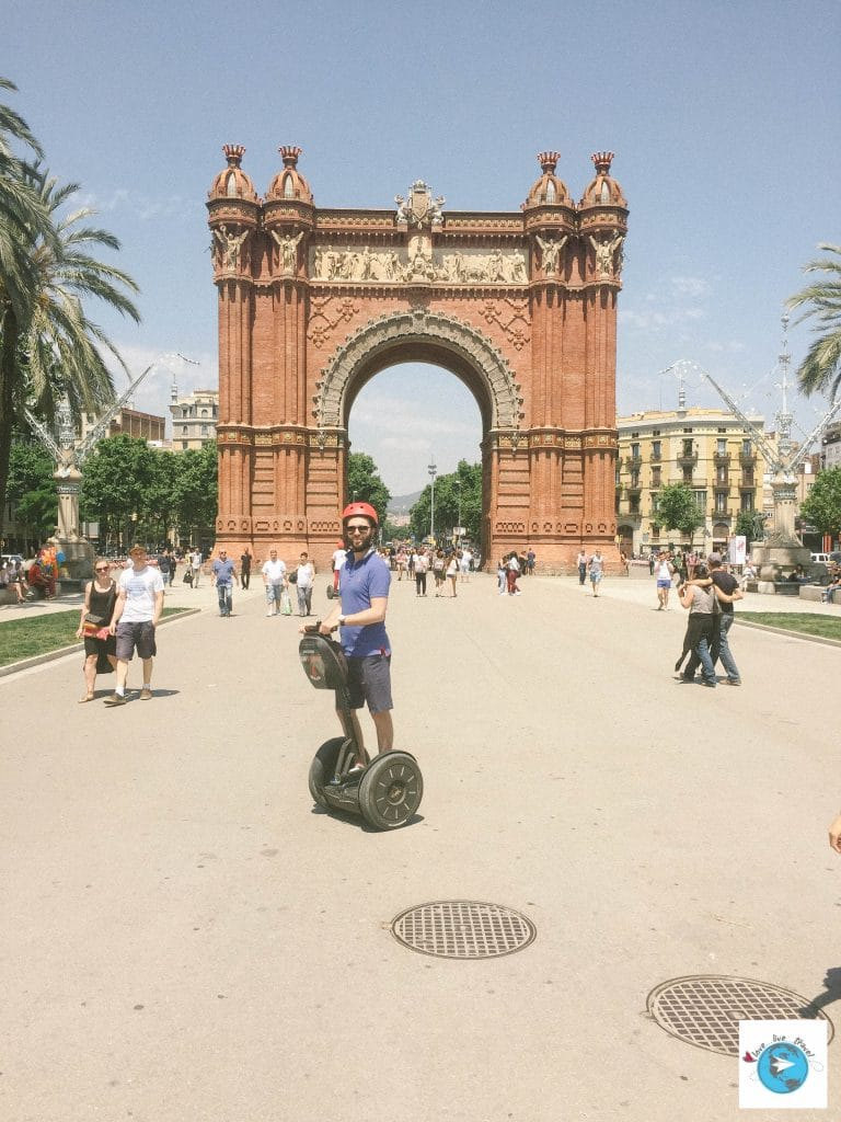 Arc Triomphe Barcelone blog voyage LoveLiveTravel