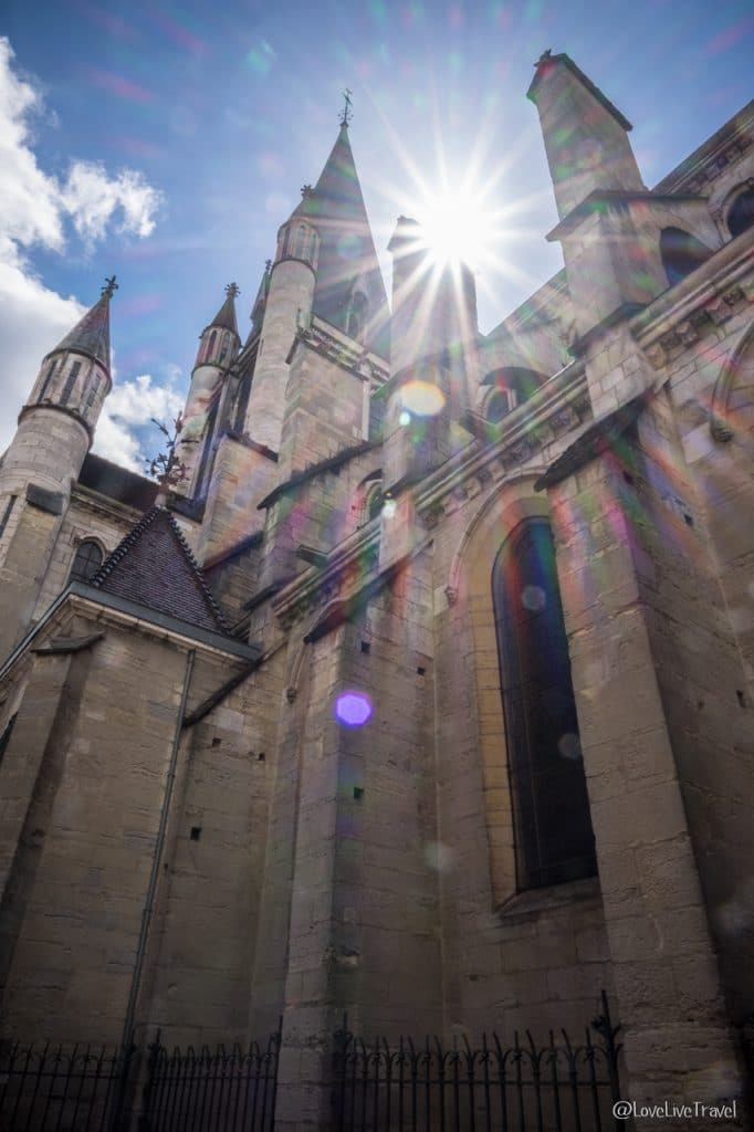 Dijon Tour Eglise notre-dame côte-d'or blog voyage Lovelivetravel