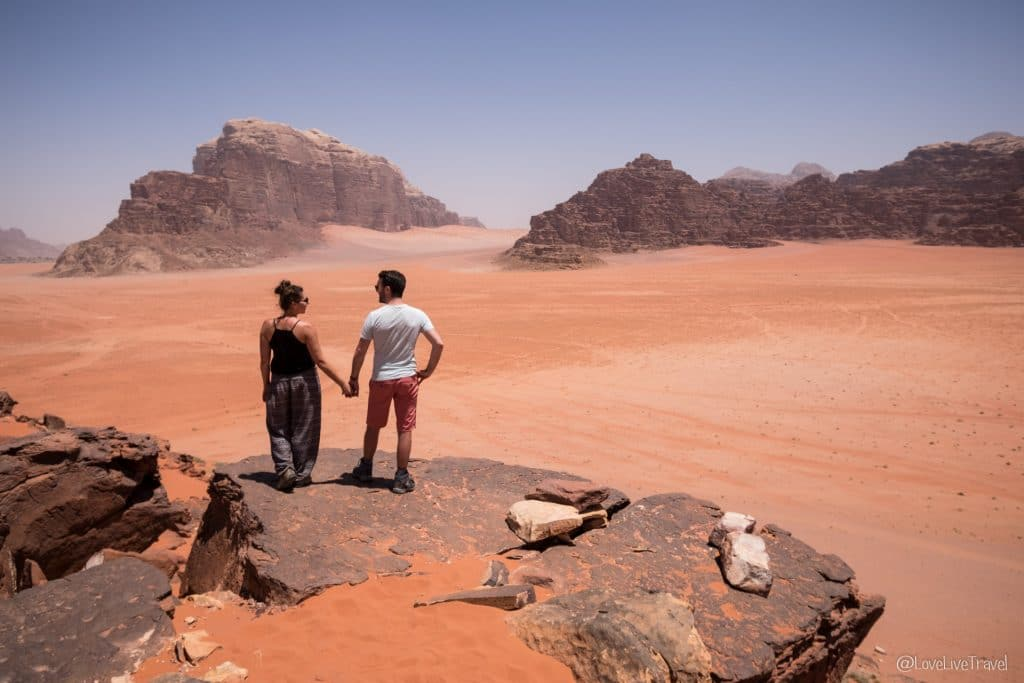 Wadi rum dune sable rouge Roadtrip Jordanie road trip blog voyage et lifestyle Love Live Travel