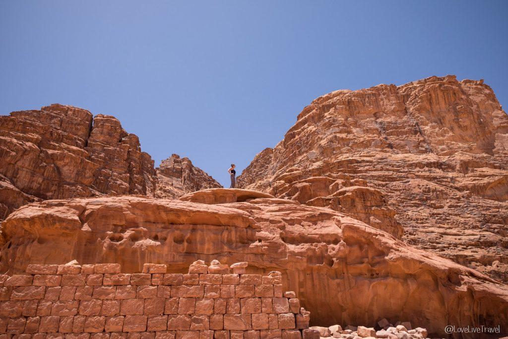 Wadi rum Roadtrip Jordanie mushroom stone blog voyage Love Live Travel