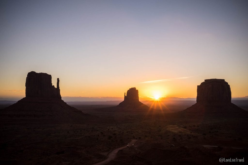 Lever soleil Monument Valley, Road trip USA blog voyage LoveLiveTravel