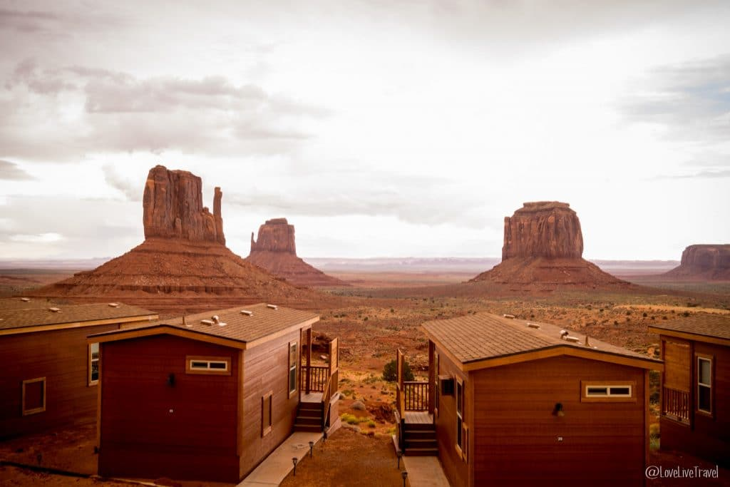 Monument Valley The view Road trip USA blog voyage LoveLiveTravel