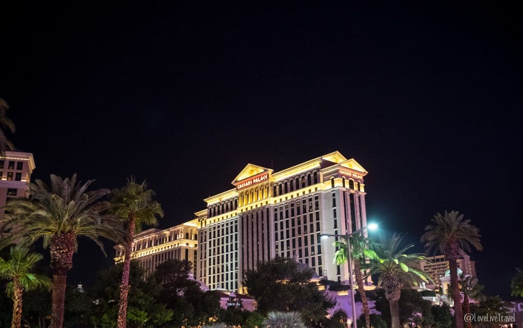 Las Vegas Caesars Palace Nevada Road trip USA blog voyage LoveLiveTravel