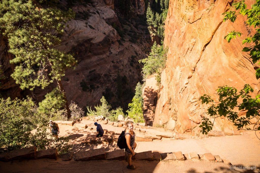 Angel landing train emerald pool Utah roadtrip USA blog voyage lovelivetravel