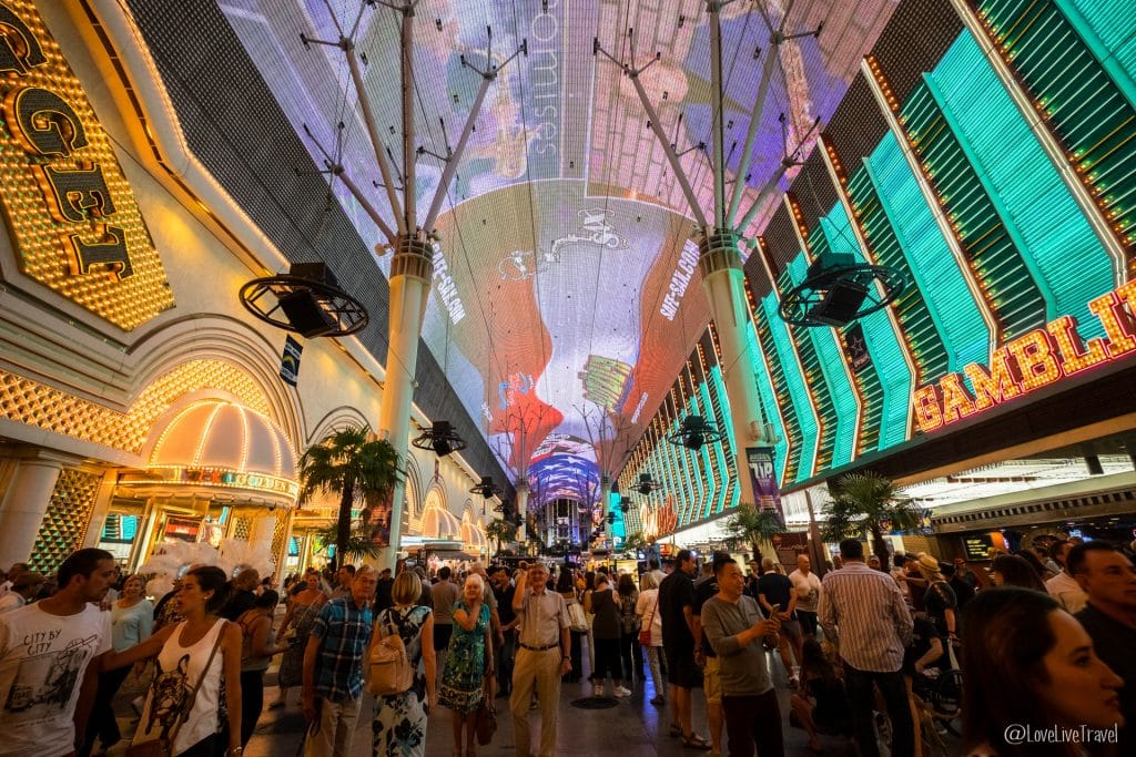 Las Vegas freemont street Nevada Road trip USA blog voyage LoveLiveTravel