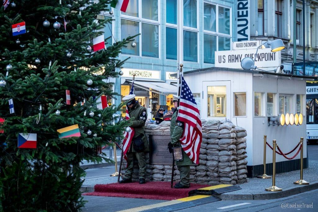 checkpoint charlie Berlin Allemagne blog voyage Lovelivetravel