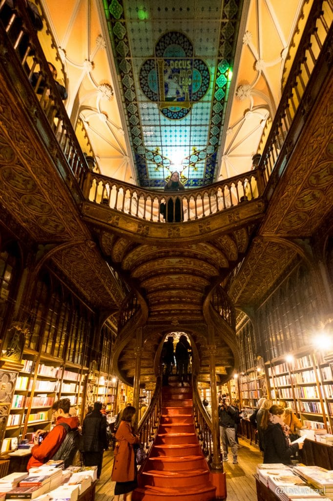 Livraria Lello porto portugal blog voyage lovelivetravel