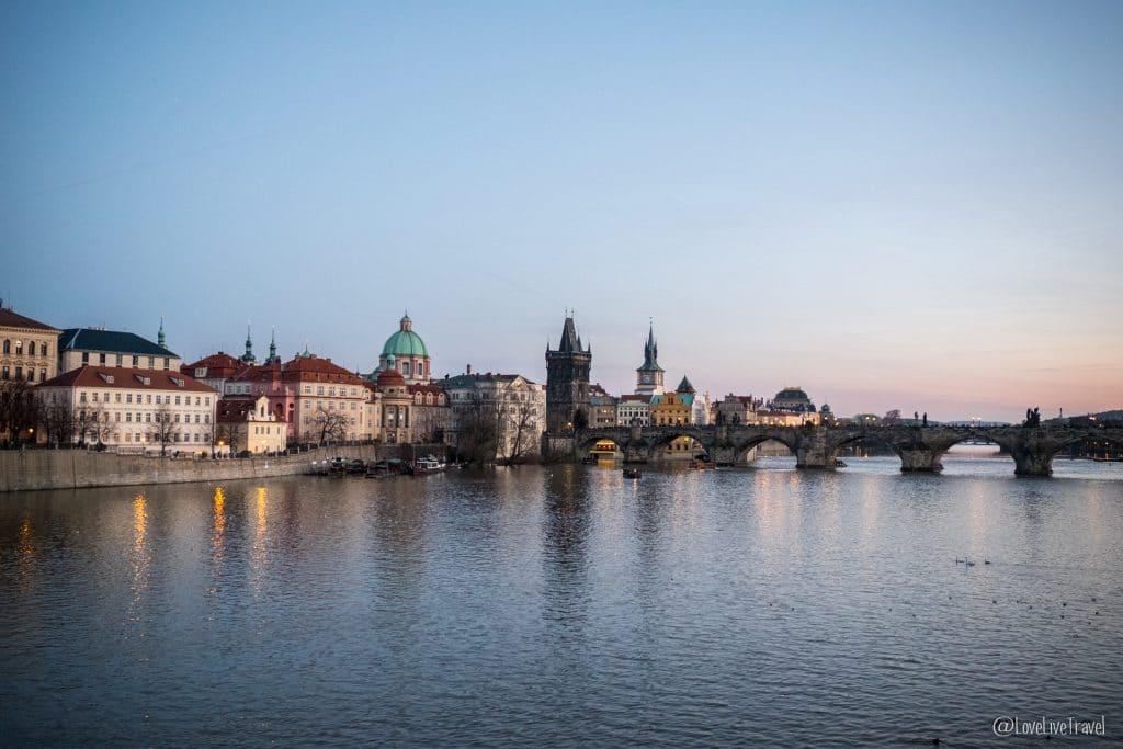 Prague république tchèque pont st-charles blog voyage lovelivetravel