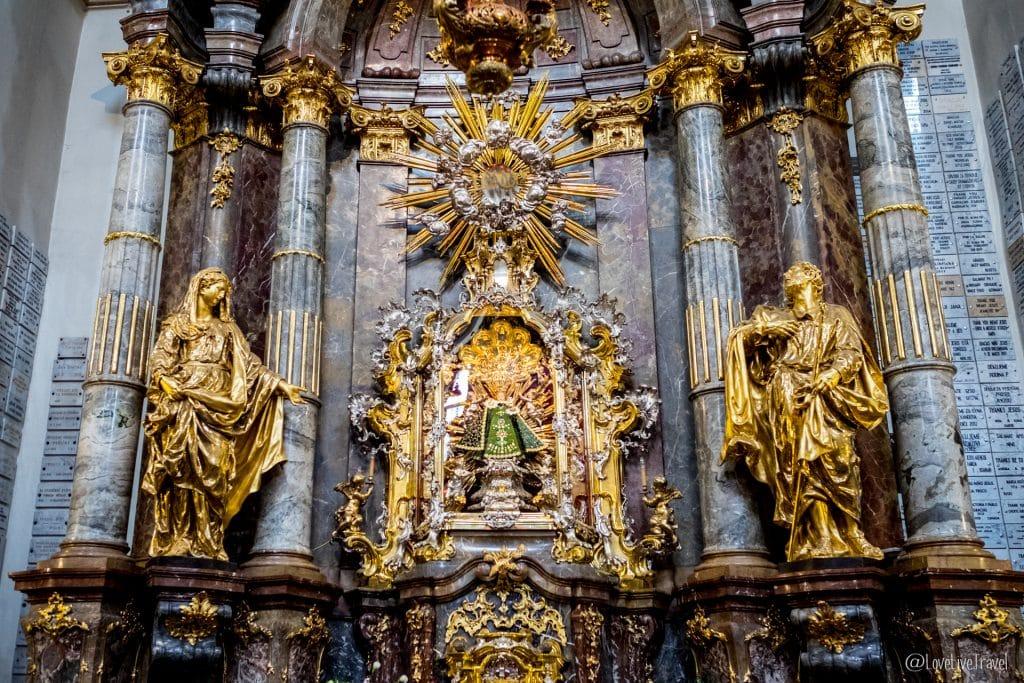 Église Notre-Dame-de-la-Victoire Enfant Jésus mur john lennon Prague république tchèque blog voyage lovelivetravel