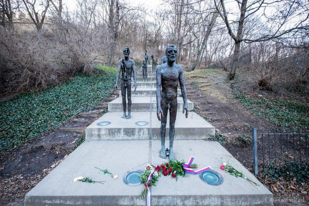 monument communiste Prague république tchèque blog voyage lovelivetravel