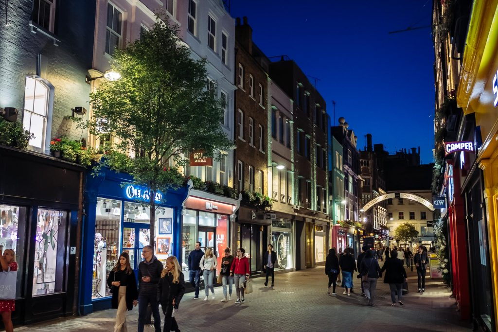 Ton guide pour découvrir la fameuse Carnaby Street blog voyage lovelivetravel